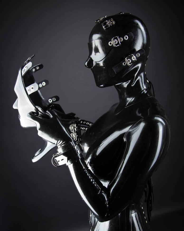 Reflectivedesire 2016-2017 Siterip (1080p, Latex/Bondage)